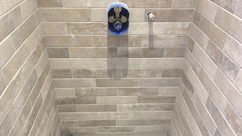 Nybyggeri-badeværelse